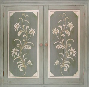 decorative-artist-painted-wardrobe